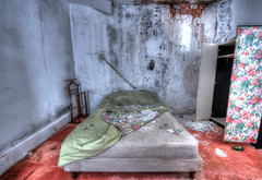 La chambre de Brice (urban requiem) Tags: lit bed bedroom moisi moisissure urbex urban exploration abandonné abandoned verlaten verlassen lost old decay derelict hdr 600d 816 sigma france hotel brice hotelbrice