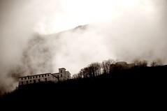 (corvo_torvo) Tags: fog montagne nikon flickr nuvole nebbia seppia montella nikond90 montellaav monasterosantamariadellaneve