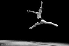 (Sonia Montes) Tags: blackandwhite bw ballet black blancoynegro luz danza bn salto byw
