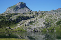 Lac Roumassot (Maxime Gury) Tags: randonn pyrnes montain eau water montagne reflets pic artigues barn ossau valle ayous lacs roumassot lac