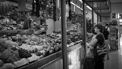 04_UT23_Nadia_Lillo_Romero_01 (nadialillo893) Tags: mercado sanjuan alicante blancoynegro fotoperiodismo social frutería