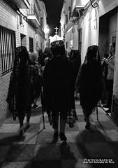 La Mantilla (G de Tena) Tags: mantilla mujeres calle blanco bn blancoynegro negro noche nikon pasos mujer seoras
