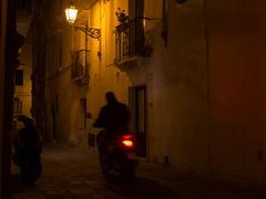 Ritorno a casa, Gallipoli (Peder Sterll) Tags: italia italiy puglia gallipoli nikon d7100 centro storico