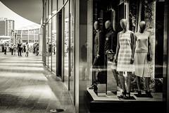 Gae Aulenti 60 - Showroom dummies (-dow-) Tags: dummies manichini mannequins milano piazzagaeaulenti showroom showroomdummies thestage vetrina shopwindow fuji xe1 xf3514