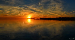 Sonnenuntergang (garzer06) Tags: wolken wolkenhimmel sonnenuntergang wasser sonne deutschland lauterbach vorpommernrügen inselrügen mecklenburgvorpommern vorpommern insel rügen naturfoto naturephotography landschaftsbild naturfotografie landschaftsphotography landschaftsfoto landschaftsfotografie