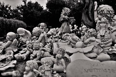 Angels (heiko.moser (+ 10.600.000 views )) Tags: angel engel cemetery friedhof monochrom mono noiretblanc nb nero bw blackwhite blancoynegro bern sw schwarzweiss art canon schwarzweis heikomoser