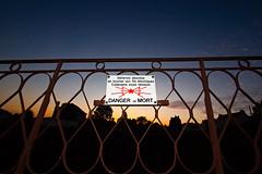 Défense absolue de toucher aux fils électriques (zigazou76) Tags: danger rouen panneau interdiction sncf défense filélectrique rueduparvisdeléglisesainthilaire