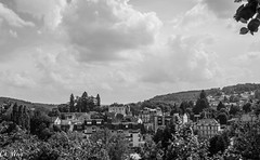 Blick auf Aubusson in SW (Ch.Neis) Tags: street city blackandwhite bw france town reflex nikon noiretblanc nb route stadt sw 23 nikkor dslr ville creuse afs limousin dx schwarzweis strase aubusson 18105mm d5200 photographedandcopyrightbychristophneis