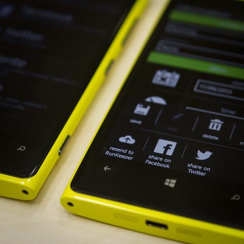 detail yellow nokia phone angle bokeh giallo microsoft button share 920 facebook windowsphone lumia twitter runkeeper caledosrunner