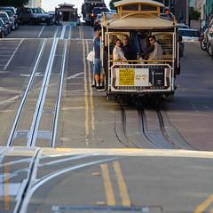 San Francisco (Edi Bhler) Tags: sanfrancisco california strasse structure railcar cablecar vehicle bauwerk strassenbahn schiene fahrzeuge vereinigtestaaten standseilbahn bahnanlage 80400mmf4556 railwaysystem nikond3 schienenfahrzeuge streetsofsanfranciscolm cablecarsanfranciscolm