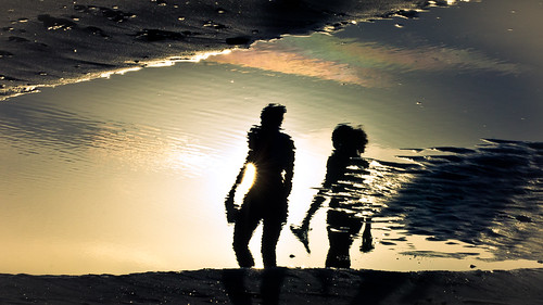 sunset sun reflection sol beach water puddle atardecer photography photo sand agua women foto photographer image walk playa pic arena paseo barefoot reflejo fotografia mujeres imagen fotografo charco descalzas womenwalking mujerescaminando hernanpiñera potd:country=es