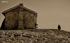 gailurraren unea (iaki tena) Tags: house casa cielo punta monte montaa piedra txabola harria cumbre chabola montaero mendizale