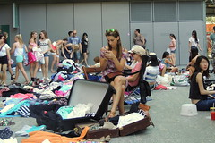 lots of potential customers (Grenzeloos1) Tags: city people spring brisbane queensland 2013 suitcaserummagemarket