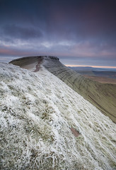 F r o s t (ƇĦŘĺς ΛΨŁЩΛŘĐ ƤĦŎŦŎƓƦΛƤĦϔ) Tags: park morning winter cold wales sunrise corn frost south frosty du national brecon beacons penyfan cribyn duu crybin