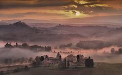 Mist with the beginning sunset (Giuseppe Toscano) Tags: sunset italy mist landscape sonnenuntergang nebel tuscany toscana paysage nebbia toscane landschaft paesaggio toskana abigfave