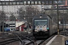 SBB Lokomotive Re 460 105 - 0 mit Werbung fr den VSLF Verband schweizer Lokomotivefhrer am Bahnhof Winterthur im Kanton Zrich in der Schweiz (chrchr_75) Tags: train de tren schweiz switzerland suisse suiza swiss eisenbahn railway zug sua locomotive christoph dezember svizzera bahn treno schweizer chemin centralstation sveits fer locomotora tog juna lokomotive lok sviss ferrovia zwitserland sveitsi spoorweg suissa locomotiva lokomotiv ferroviaria  locomotief chrigu  szwajcaria rautatie 1312   2013 bahnen zoug trainen  chrchr hurni chrchr75 chriguhurni chriguhurnibluemailch dezember2013 albumbahnenderschweiz2013712 hurni131224