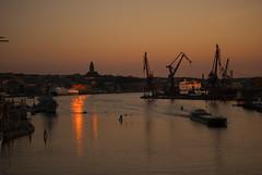 Gothia River (Explore) (Rudi Pauwels) Tags: sunset reflections göteborg boats evening nikon sweden schweden gothenburg cranes sverige masthuggskyrkan d80 lillabommen reflektioner nikond80 götaälven