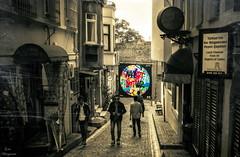 Make Art Not War... (Leo ) Tags: graffiti street calle urbana gente art  estambul turqua