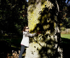 Embrace Nature (Franco Vannini) Tags: madonnadelfaggio tuscany toscana beech oak faggio quercia autunno goldenretrievers