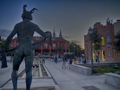 Rondando la Musa (la_magia) Tags: navalcarnero plaza escultura musa teatro arquitectura urbana madrid espaa