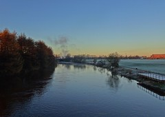 Frosty & Fucking Freezing (Bricheno) Tags: dalmarnock bricheno river glasgow clyde reflections riverclyde scotland szkocja scozia scoia schottland cosse escocia esccia    bridge railway trees frost path