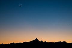 Minimal and perfect twilight (Mario Graziano) Tags: montagna monviso mountain mount cielo sky sunset tramonto crepuscolo twilight dusk moon luna alpi alps piedmont piemonte visitpiedmont visitpiedmontitaly italy italia italian