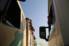 عمليات الاغاثة وتقديم المساعدات الى العوائل النازحة من مختلف قرى ومناطق محافظة #نينوى (12) (جمعية الهلال الاحمر العراق) Tags: نينوى مساعداتانسانية مساعدات موصل