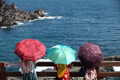 Natural asymphony (Elios.k) Tags: horizontal outdoors jusangjeolli people threepersons girls umbrella sun protection colorful sea travel travelling water colour color summer august 2016 canon 5dmkii camera photography jungmun jeju jejudo island korea southkorea asia