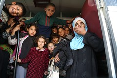 عمليات الاغاثة وتقديم المساعدات الى العوائل النازحة من مختلف قرى ومناطق محافظة #نينوى (23) (جمعية الهلال الاحمر العراق) Tags: نينوى مساعداتانسانية مساعدات موصل