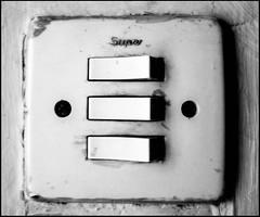 20161119-001 (sulamith.sallmann) Tags: technik bw elektrik lichtschalter schalter schwarzweis super sw griechenland grc sulamithsallmann