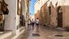 2229  Una calle de Ciutadella, Menorca, Islas Baleares (Ricard Gabarrús) Tags: calle rue street ciudad ciutadella gente edificios ricardgabarrus paseo olympus ricgaba