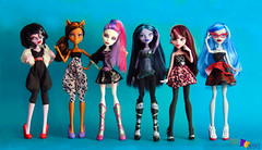 The Secret Nigth (PurpleandOrangeMH) Tags: monster high doll reroot frankie draculaura cleo clawdeen spectra lagoona operetta rochelle venus orange purple punta arenas chile dolls custom jackson clwd hotl hit sirena nefera ooak repinted hair pink black moucedes peri pearl we welcome
