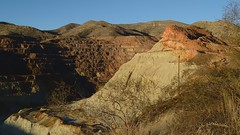 On the edge of 900-foot-deep Lavender Pit copper mine, Bisbee, Arizona (edk7) Tags: nikond3200 edk7 2013 us usa arizona cochisecounty bisbee lavenderpit openpitcoppermine 300acrefootprint 900ftdeep 256milliontonsstrippedwaste operatedphelpsdodgecorp195074 earlymorning mountain sky landscape vista vegetation desert geology