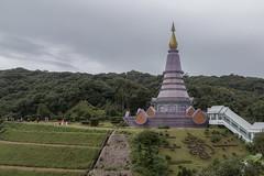 2016/07/24 12h24 chedi (Phra Maha Dathu)