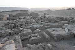Soloegipto en Abydos , Abidos , Egipto , Egypt. Kom el-Sultan , Shunet el-Zebib . (Soloegipto) Tags: den egypt egyptian egipto ramsesii egypte egyptianmuseum abydos egyptiantomb djer abidos egiptomania shunetelzebib ummelqaab soloegipto khasekhemwy tumbadedjer tombofden tumbadeden kingdjer djerstomb komelsultan