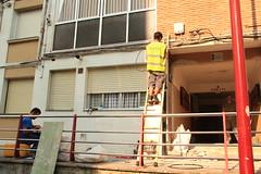 En la imagen se puede ver a un t�cnico realizando una instalaci�n en un edificio de Ongarai.
