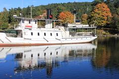 Båt med Reflektion (auzgos) Tags: kanal vatten höst träd reflektion ångbåt ejdern fotosondag fs131006