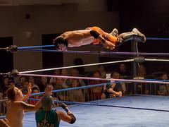 Lévitation / Levitation (!Michel Grenier!) Tags: wrestling lutte ring acrobatics athletes gala spectacle kronos acrobatie lutteur athlètes maisondesjeunes olympusem5 olympusm75mmf18