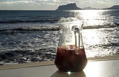IMG_5429 Sangria (jaro-es) Tags: light sea espaa seascape luz sol canon licht mar spain meer sonne sangria spanien costablanca spanelsko penyaldifach eos450 mygearandme