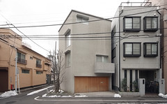 HOUSE IN ASAKUSA: Yasushi Horibe, Tokyo, Jul. 2006 (wakiiii) Tags: