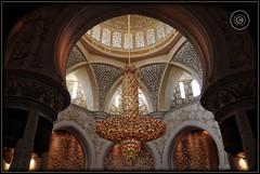 Abu Dhabi, United Arab Emirates (Wioletta Ciolkiewicz) Tags: city capital ciudad mosque arabic chandelier abudhabi dome swarovski decor emirate unitedarabemirates citt zea miasto stolica kopua sheikhzayedbinsultanalnahyan dekoracje meczet yrandol emiratiarabiuniti  emiratosrabesunidos sheikhzayedgrandmosque  uaezjednoczoneemiratyarabskie wiolettaciolkiewicz