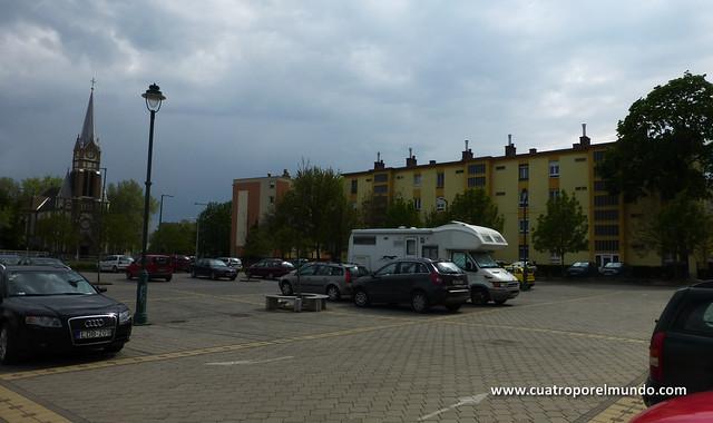 Aparcados en Szeged nada mas pasar el puente Belvarosi