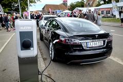 Tesla elbil vid Clever laddstolep Allinge Bornholm 20130613_0210 (News Oresund) Tags: clever tesla bornholm elbil eon betterplace allinge folkemdet newsresund newsoresund newsresund folkemtet