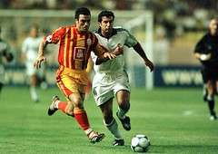 Hakan nsal & Luis Figo (RerereRarara) Tags: galatasaray sar krmz red yellow aslan football futbol hakan nsal luis figo real madrid super cup monaco ii uefa champion