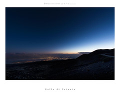 Golfo di Catania (Maurizio ) Tags: catania etna sicily d810 nikkor afs1424f28 night blue orablu stars cielo longexposure sunset