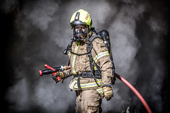 lmh-røyken001 (oslobrannogredning) Tags: bygningsbrann brann nedbrenning nedbrenningsøvelse flammer røykdykker røykdykkere røykdykking øvelse trening