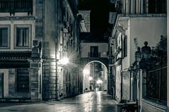 Calle San Vicente, Oviedo (ccc.39) Tags: oviedo asturias calle callesanvicente cascoantiguo noche nocturno luces bn bw negro blanco ciudad urbano