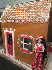 Santa's Gingerbread Bakery kitchen (Pumpkin Hill Studios/King William Miniatures) Tags: 16scale diorama gingerbreadhouse fashiondolls playscale
