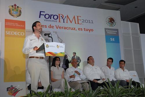 """El gobernador Javier Duarte de Ochoa inauguró el Foro PYME """"Si es de Veracruz, es tuyo"""" 3"""