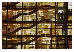 (arTARO) Tags: taro glashaus glasshouse street strase strasenfotografie streetphotography architektur architecture menschen people